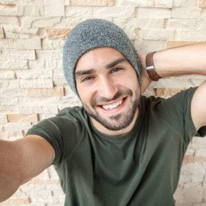Junger Mann Selfie Perspektive